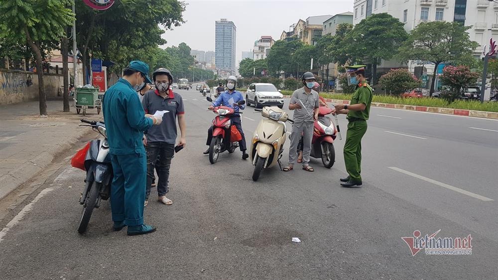 Ngày đầu Hà Nội siết lý do ra đường, ùn xe cục bộ đầu giờ sáng-23