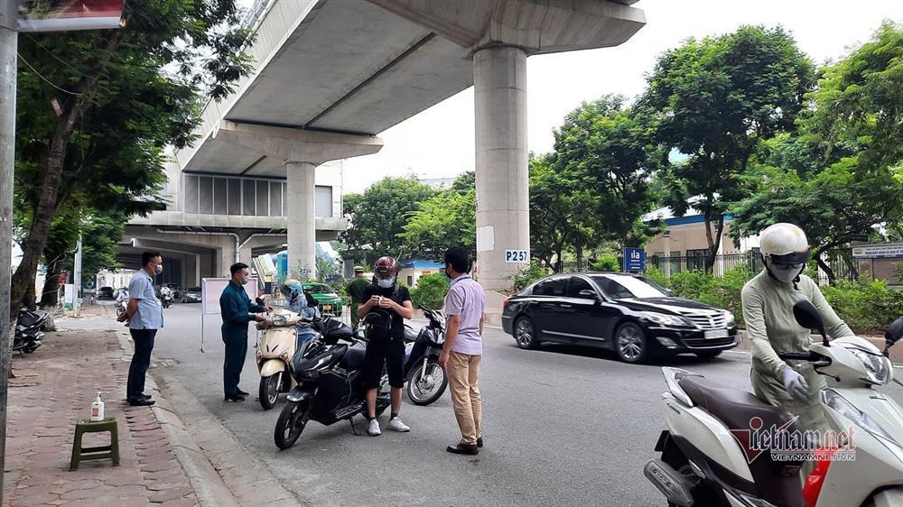Ngày đầu Hà Nội siết lý do ra đường, ùn xe cục bộ đầu giờ sáng-25