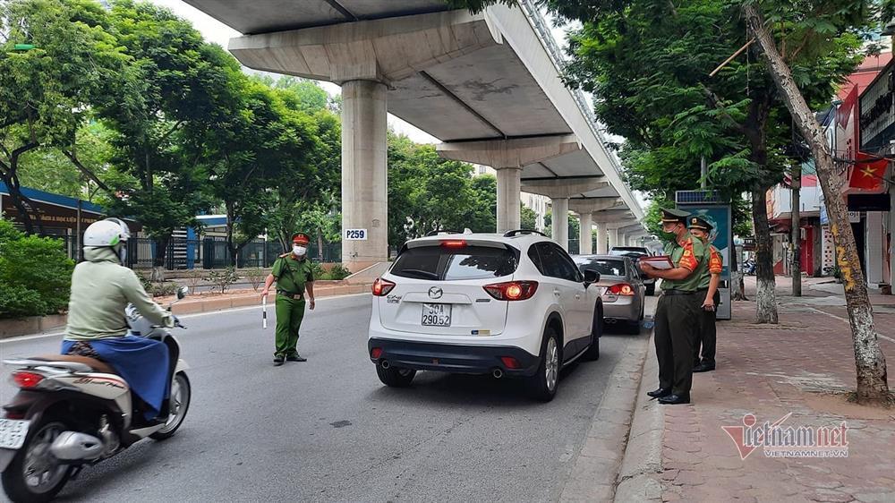 Ngày đầu Hà Nội siết lý do ra đường, ùn xe cục bộ đầu giờ sáng-26
