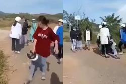 Clip: Nữ sinh Quảng Nam bị đánh dã man bằng mũ bảo hiểm