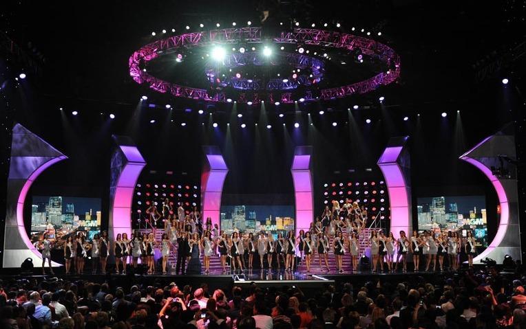Sân khấu Miss Universe các năm: HHen Niê quá may khi thi 2018-1