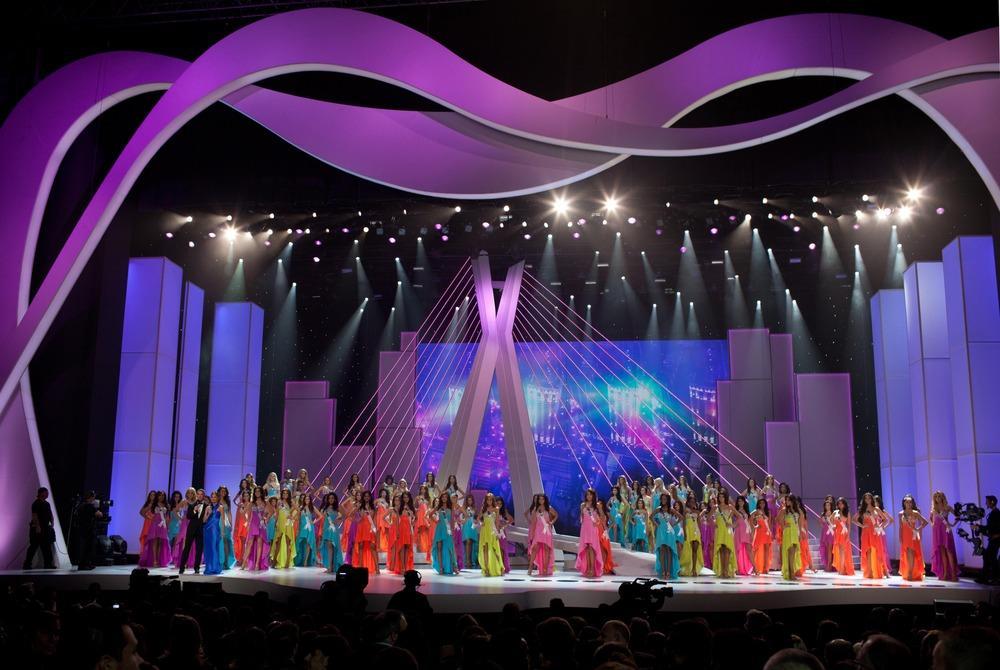 Sân khấu Miss Universe các năm: HHen Niê quá may khi thi 2018-2