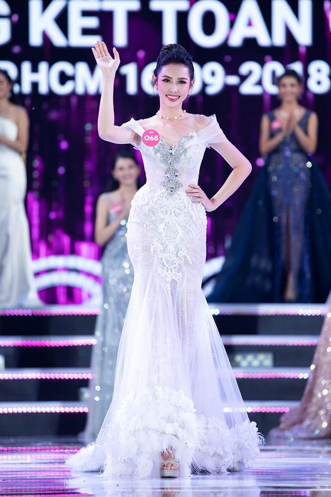 Thùy Tiên thi Miss Grand 2021, chị gái Đặng Thu Thảo hứa làm nhục?-13