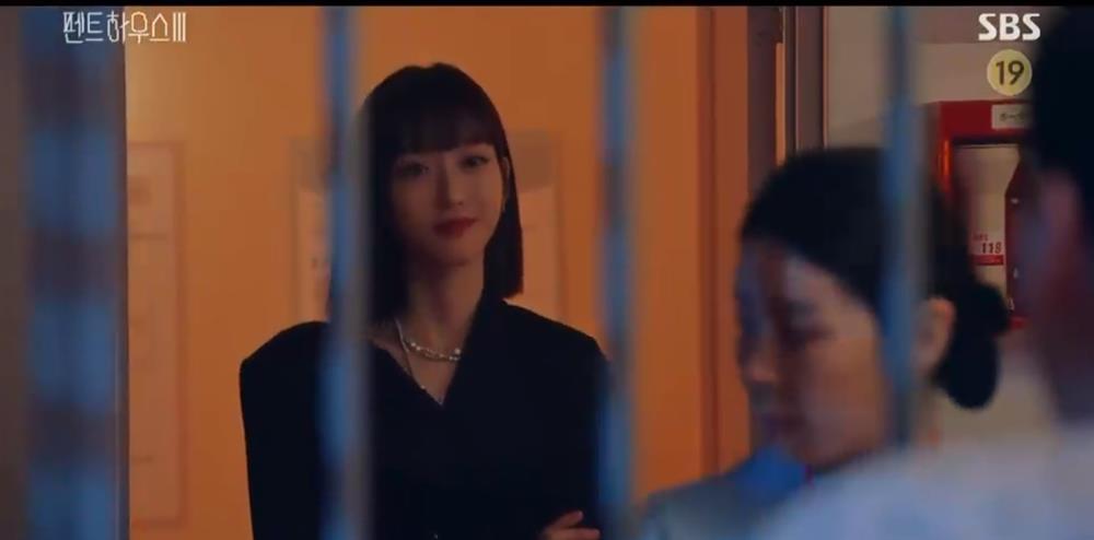 Penthouse 3 tập 10: Dượng Tê đi trại, Eun Byul giúp mẹ mất trí-13