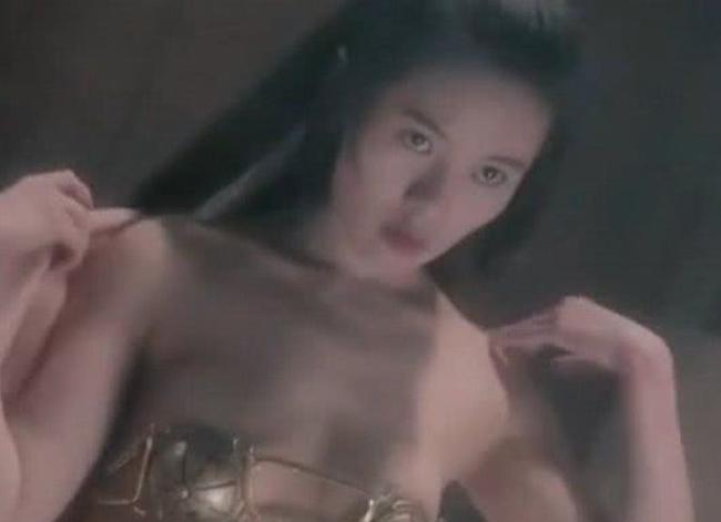 Cảnh nóng cựu nữ thần phim 18+ bị đồng nghiệp nam sàm sỡ-15
