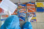 Người dân TP.HCM xếp hàng trong ngày thứ 2 tiêm vaccine Sinopharm-10