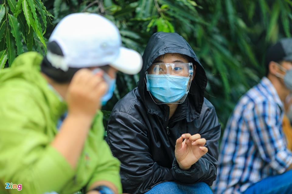 Người dân TP.HCM xếp hàng trong ngày thứ 2 tiêm vaccine Sinopharm-6