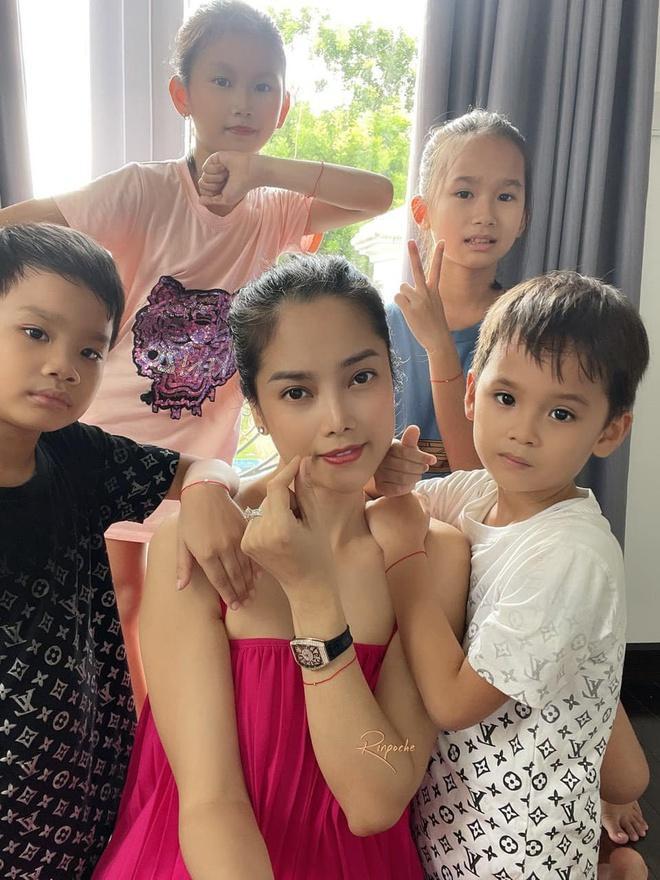 Gia đình á hậu Thùy Giang có 7 người mắc Covid