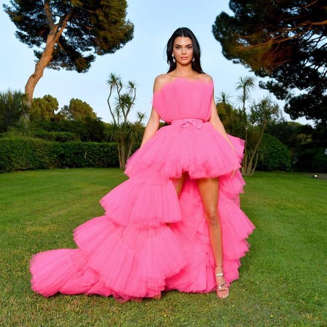 Lương Thùy Linh bị nghi mặc váy nhái Kendall Jenner-5