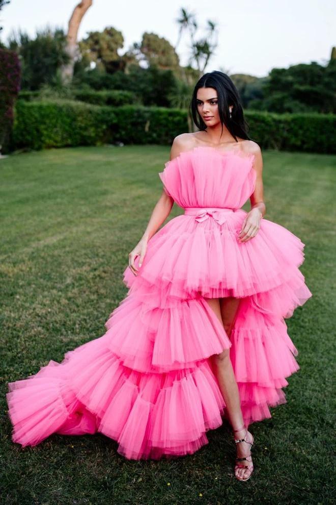 Lương Thùy Linh bị nghi mặc váy nhái Kendall Jenner-6