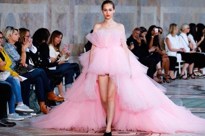 Lương Thùy Linh bị nghi mặc váy nhái Kendall Jenner-8