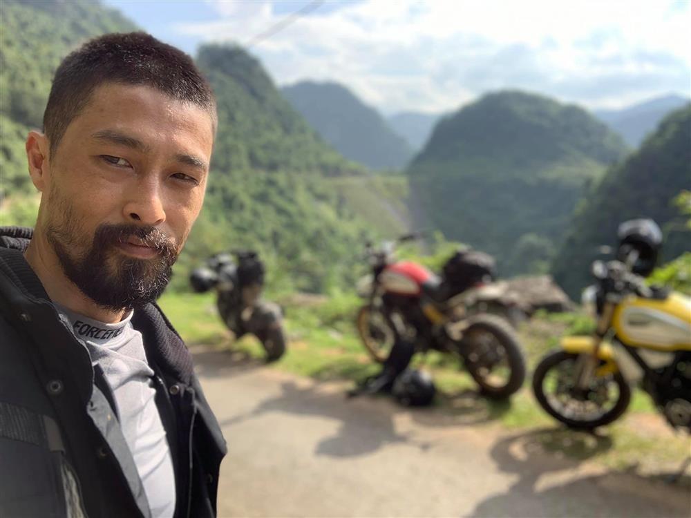 Johnny Trí Nguyễn xuất hiện già nua, còn đâu mỹ nam ngày nào