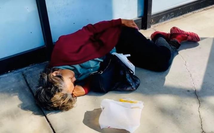 Kim Ngân ngủ vạ vật ngoài đường, đói tới mức nói không ra hơi-1
