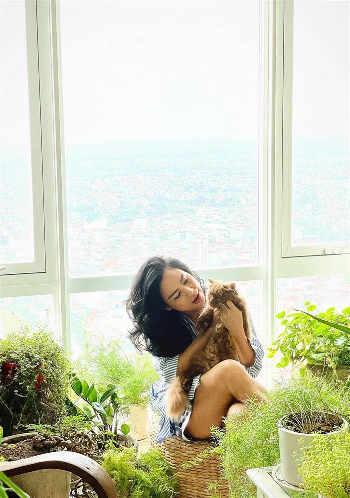 Tái hôn, U55 Thanh Lam giờ mặc style giấu quần sexy như gái 20-4
