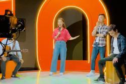 Khánh Vy xách túi hiệu trên 70 triệu, lái xế hộp đi làm ở VTV