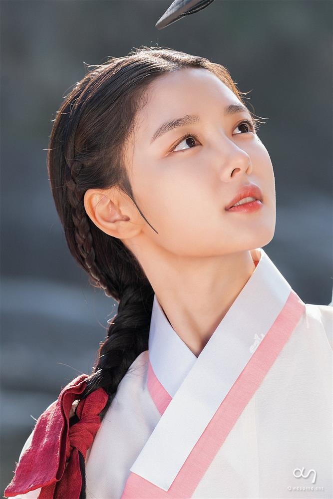2 báu vật điện ảnh Hàn Kim Yoo Jung - Kim So Hyun: kẻ tám lạng người nửa cân-9