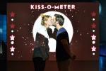 Bảo tàng có máy đo vi khuẩn từ nụ hôn của khách