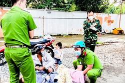 Các chiến sĩ giúp sản phụ sinh con suôn sẻ trên vỉa hè TP.HCM