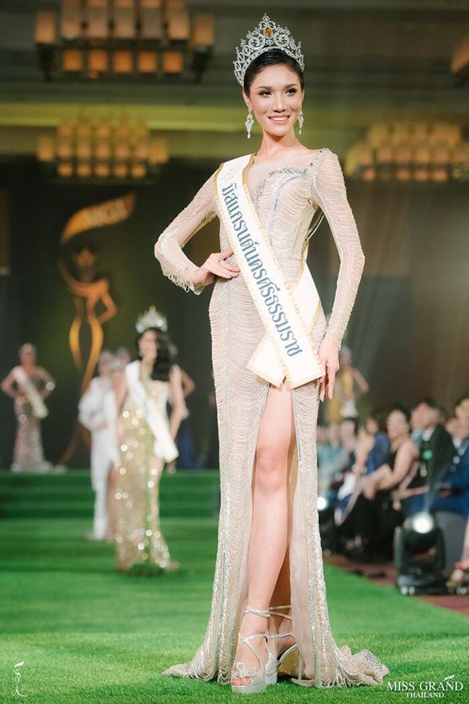Hoa hậu - Á hậu Việt là nạn nhân trong nghi án đạo nhái trang phục?-6