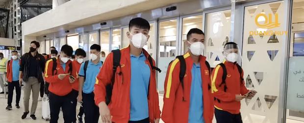 Team qua đường bắt trọn khoảnh khắc ĐT Việt Nam về nước-1