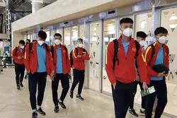 'Team qua đường' bắt trọn khoảnh khắc ĐT Việt Nam về nước