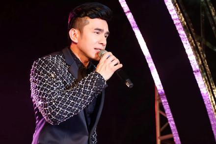 Showbiz Việt đóng băng, nhìn Đan Trường hát live ở Mỹ netizen thèm thuồng