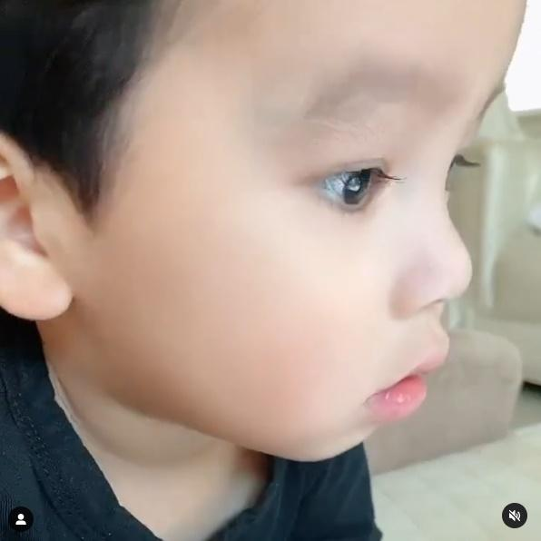 Con trai thứ hai của Phạm Hương có đặc điểm giống anh cả như lột-9