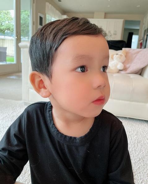 Con trai thứ hai của Phạm Hương có đặc điểm giống anh cả như lột-7