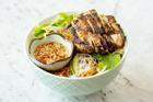 Công thức bún thịt gà nướng sả cho bữa trưa
