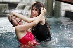 Đánh ghen phim Việt: Thủy Tiên giật trụi tóc, Hồng Ánh hủy dung nhan