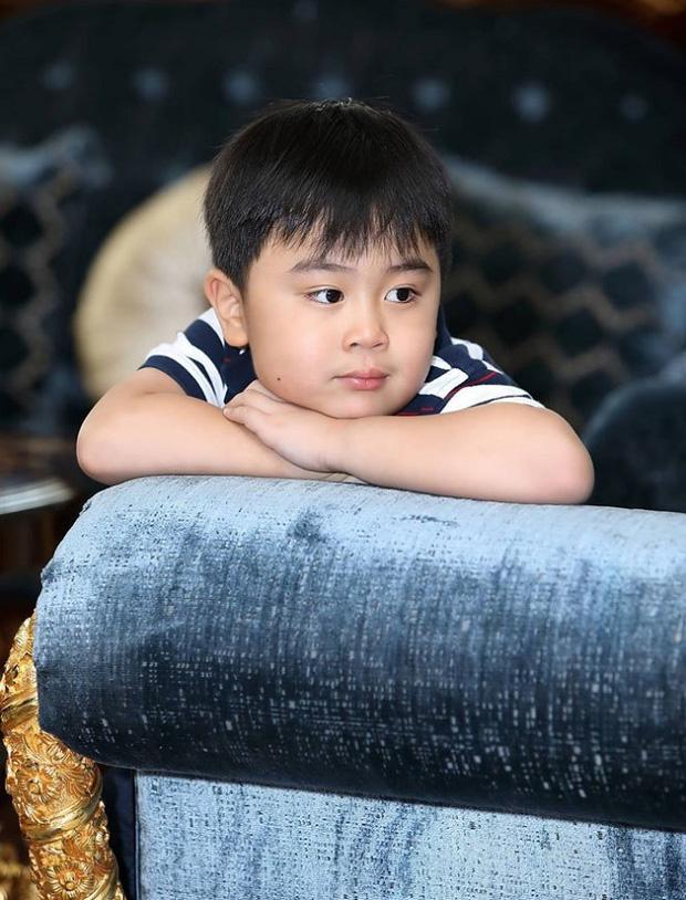 Clip hiếm: Con trai ông Dũng Lò Vôi có máu nghệ sĩ từ bé-1