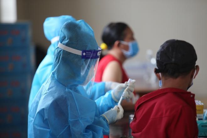 Người tiêm đủ 2 mũi vaccine được phép ra đường ở Bình Dương-1
