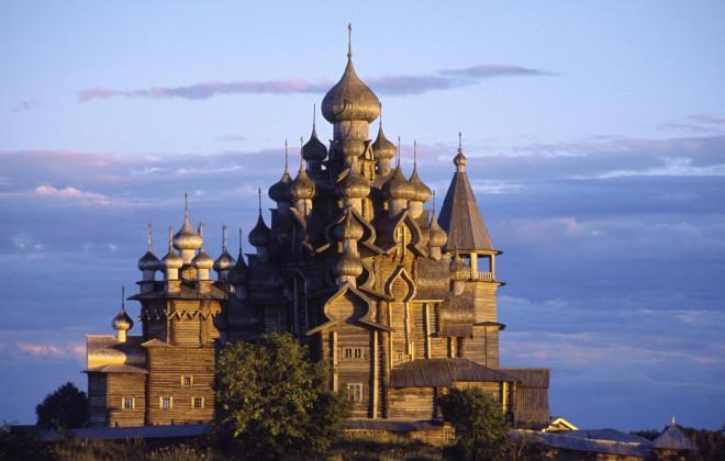 Nhà thờ gỗ hơn 300 năm tuổi xây dựng không dùng đinh sắt