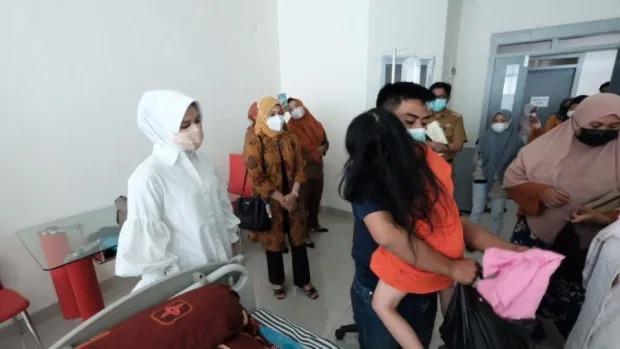 Rúng động: Bé gái bị người thân móc mắt để làm lễ cầu tài lộc-2