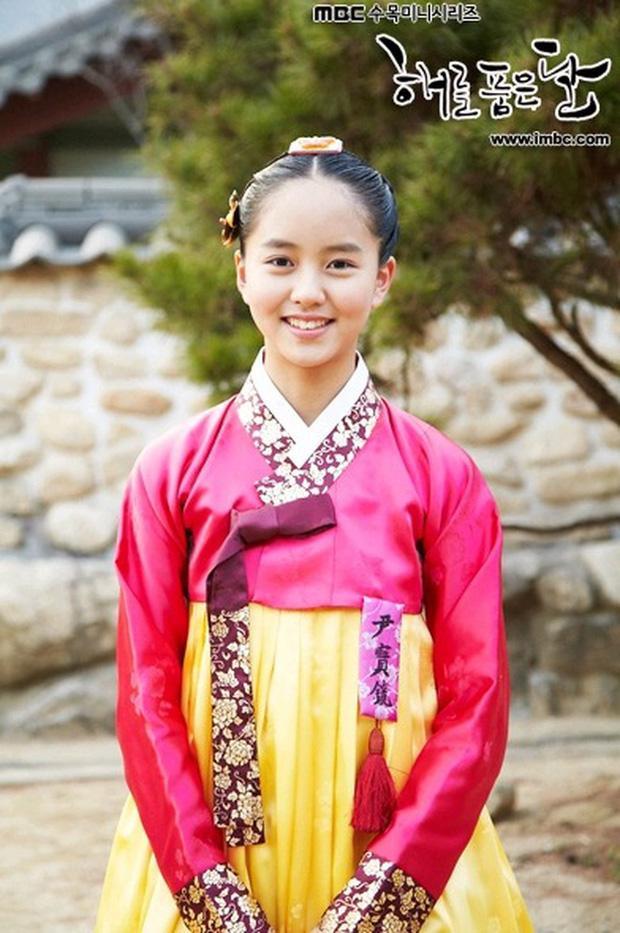 2 báu vật điện ảnh Hàn Kim Yoo Jung - Kim So Hyun: kẻ tám lạng người nửa cân-10