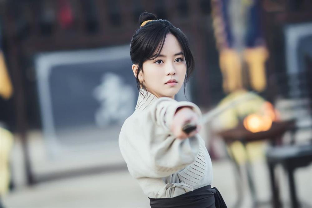 2 báu vật điện ảnh Hàn Kim Yoo Jung - Kim So Hyun: kẻ tám lạng người nửa cân-11