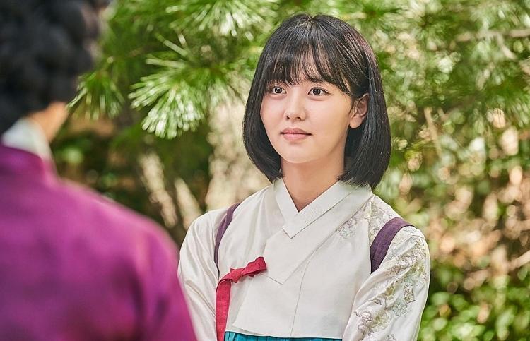 2 báu vật điện ảnh Hàn Kim Yoo Jung - Kim So Hyun: kẻ tám lạng người nửa cân-14