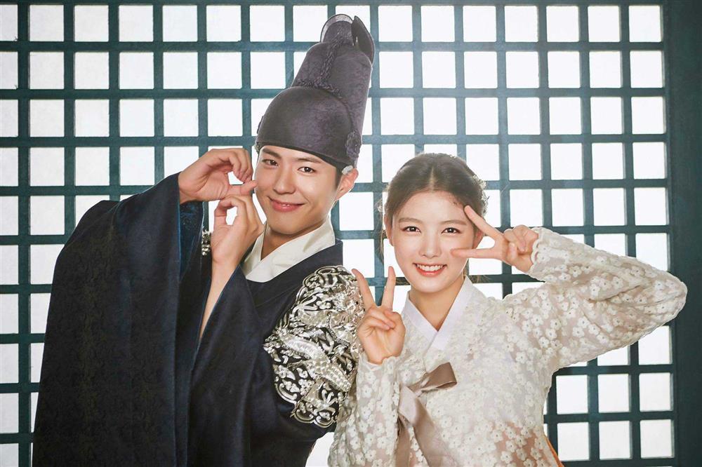 2 báu vật điện ảnh Hàn Kim Yoo Jung - Kim So Hyun: kẻ tám lạng người nửa cân-17