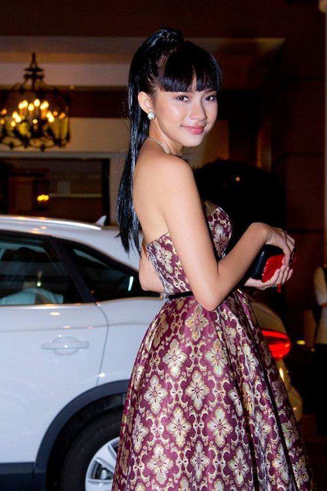 Phan Như Thảo đạt kỷ lục mắc vài lỗi trang phục với một chiếc đầm-6