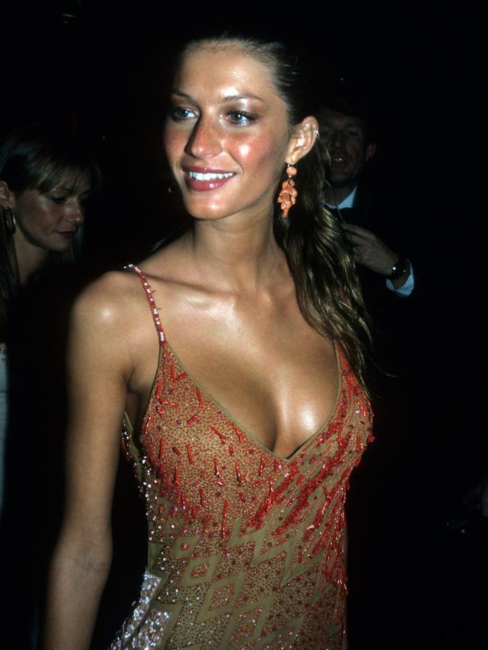 Vogue chọn ra 25 mỹ nhân đẹp nhất mọi thời đại tại thảm đỏ Met Gala-10
