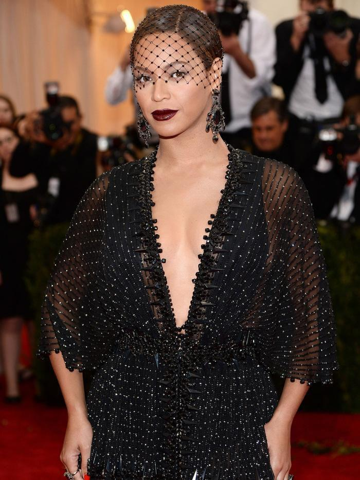 Vogue chọn ra 25 mỹ nhân đẹp nhất mọi thời đại tại thảm đỏ Met Gala-15