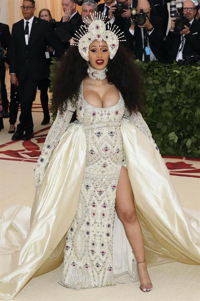 Vogue chọn ra 25 mỹ nhân đẹp nhất mọi thời đại tại thảm đỏ Met Gala-22