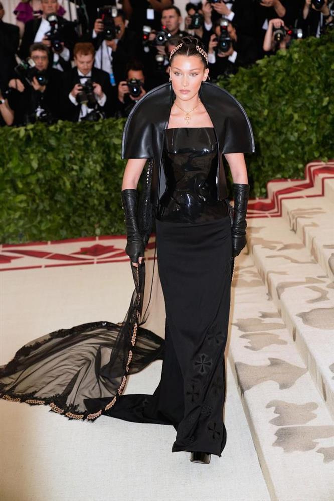 Vogue chọn ra 25 mỹ nhân đẹp nhất mọi thời đại tại thảm đỏ Met Gala-23