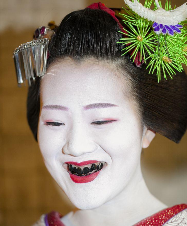Một số truyền thống làm đẹp quái đản của phụ nữ châu Á