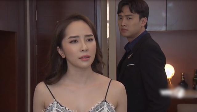 Mỹ nhân Việt diện trang phục nóng mắt trên sóng truyền hình-6