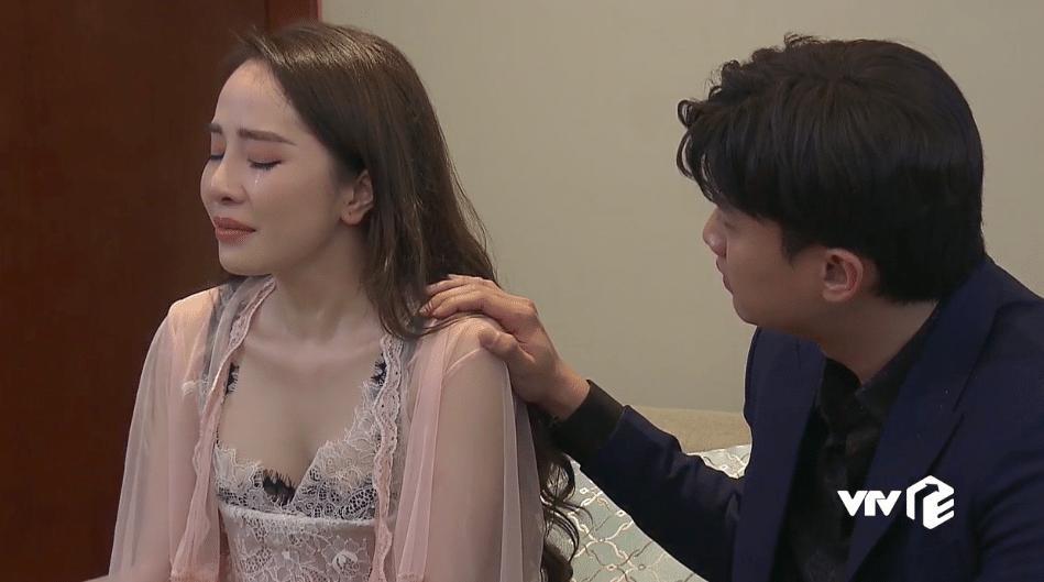Mỹ nhân Việt diện trang phục nóng mắt trên sóng truyền hình-7