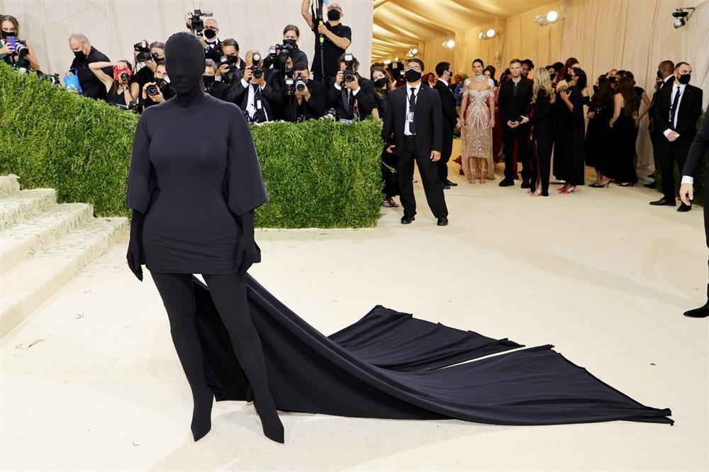 Kim Kardashian kiên quyết không hở miếng thịt nào ở Met Gala 2021-1