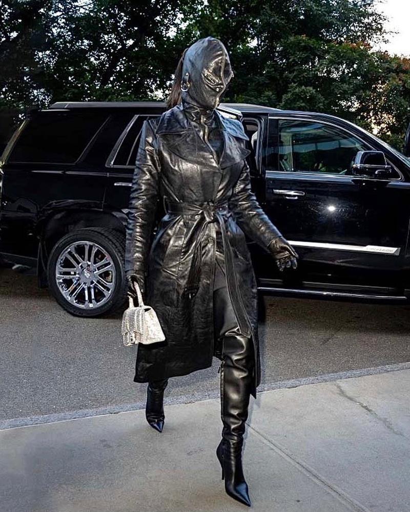 Kim Kardashian kiên quyết không hở miếng thịt nào ở Met Gala 2021-3