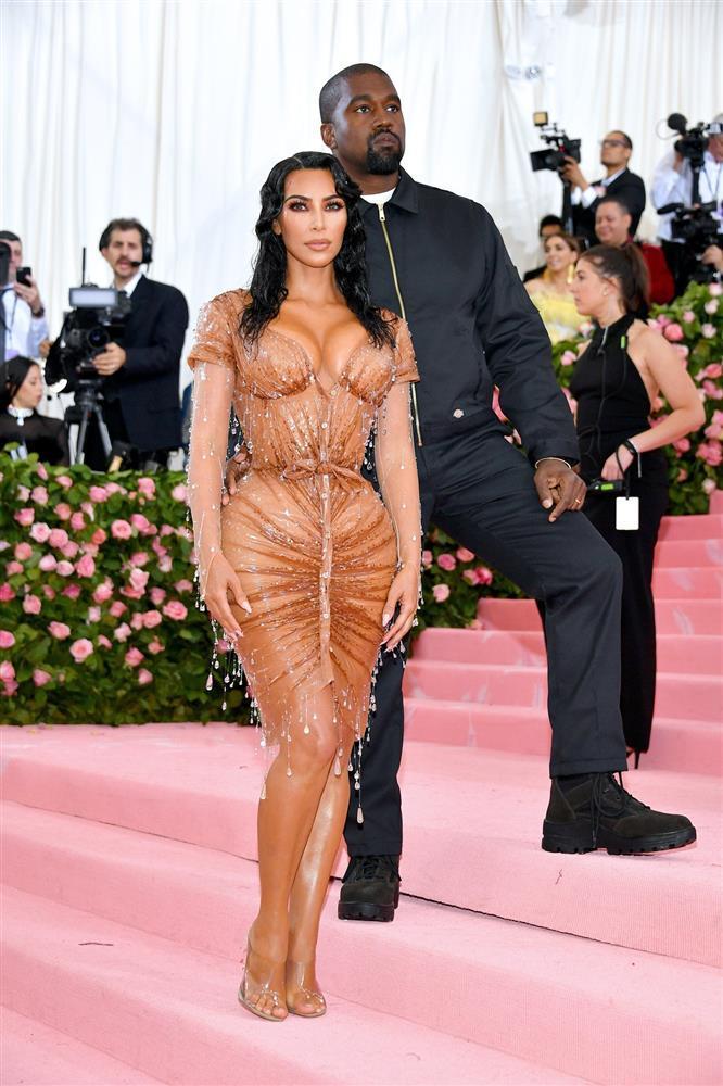 Kim Kardashian kiên quyết không hở miếng thịt nào ở Met Gala 2021-4