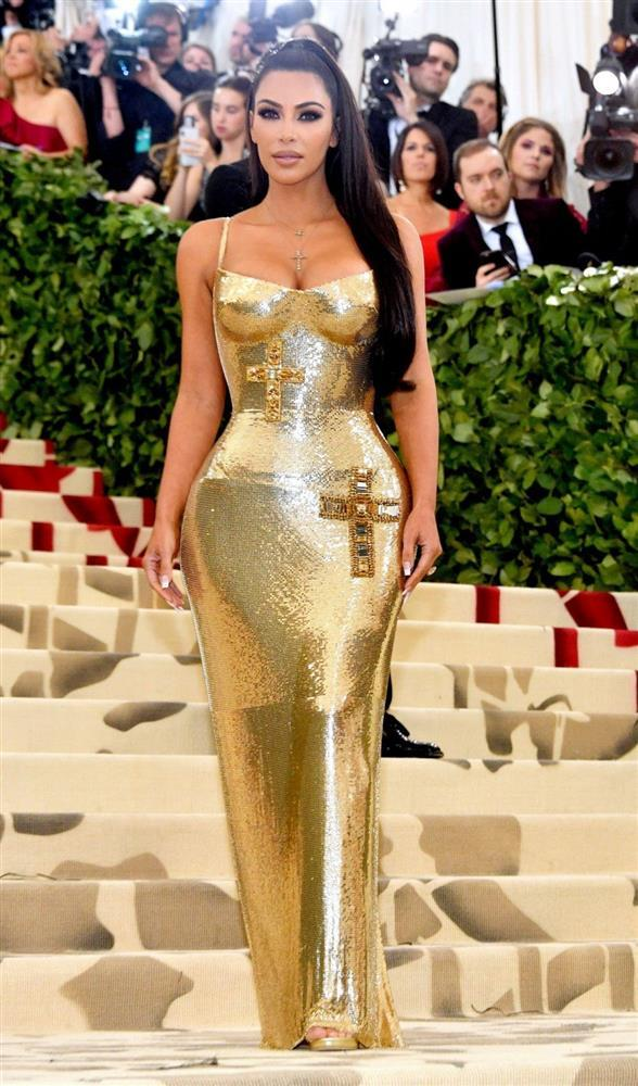 Kim Kardashian kiên quyết không hở miếng thịt nào ở Met Gala 2021-6